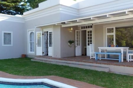 HomeTree Self Catering Guest House - Appartamento