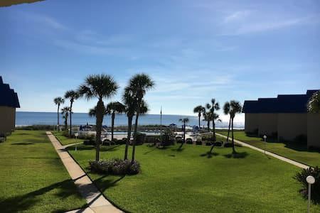 luxurious 1BD/1BA on the ocean in a 2BD/2BA condo. - Condominium
