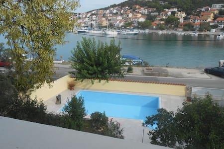 Tisno Apartment With Swimming Pool   TP45A1 - Jezera