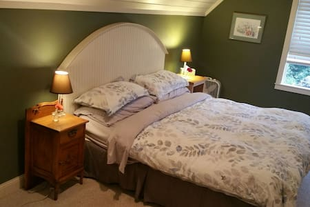 Spacious 2 Room Suite, Private Deck - Watertown - Haus