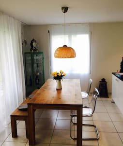 Schöne Wohnung mit Gartensitzplatz - Bonstetten