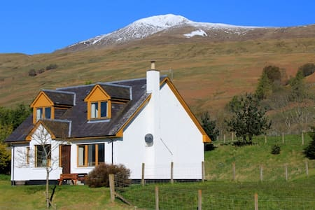 Tulloch Cottage by Loch Tay - Hus