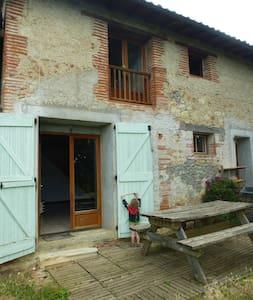 Maison chaleureuse avec beau jardin,Old comfy home - Hus