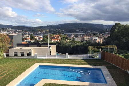 Chalet con piscina en Pontevedra - Maison