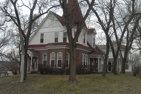 1885 Victorion Home - Farmington - House