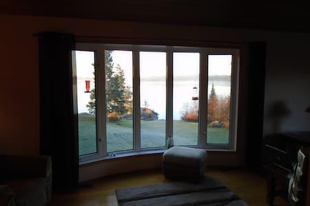 R&R on Longbow Lake - Kenora - House
