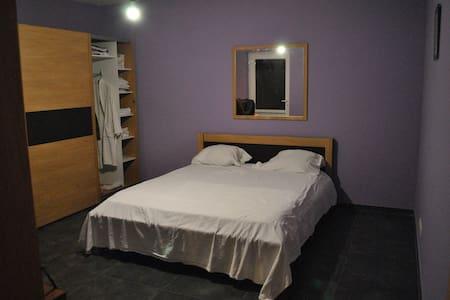 Charmante chambres dans une  villa spacieuse - La Louvière