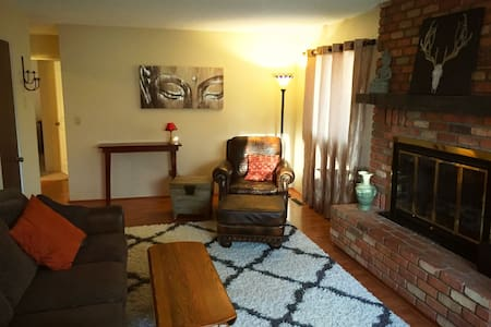 Peaceful Retreat + Walk to Downtown! - Prescott - House