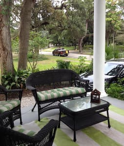 True Southern Living in Historic Oakleigh - Mobile - Maison