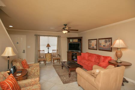 Room type: Entire home/apt Property type: Apartment Accommodates: 8 Bedrooms: 2 Bathrooms: 2