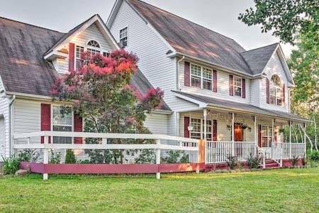 5BR Effort House w/Beautiful Backyard! - Haus