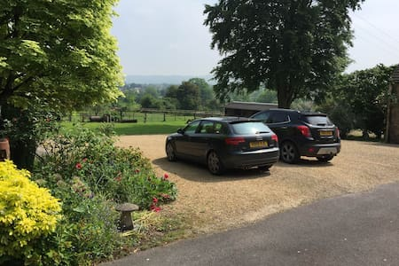 Cotswold - Butterfly Views - Gloucestershire - Bed & Breakfast