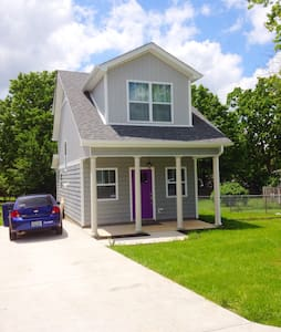 Purple Door, Tiny House - Casa