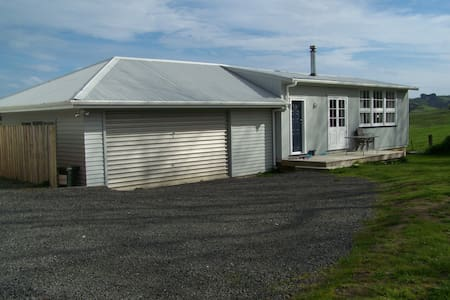 A School House (1950s Prefab schoolroom renovated) - Helensville