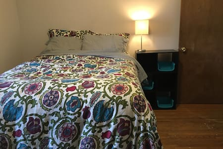 Full size bed in charming MPLS home - Mineápolis - Casa