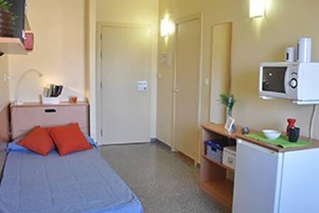 Simple, cheap, clean - Granada