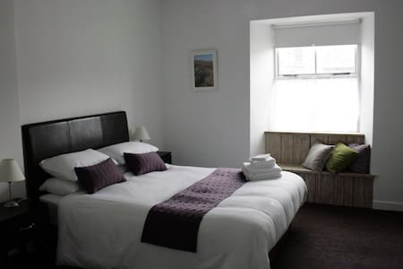 Brannens of Newport Luxury Guest Rooms - Bed & Breakfast