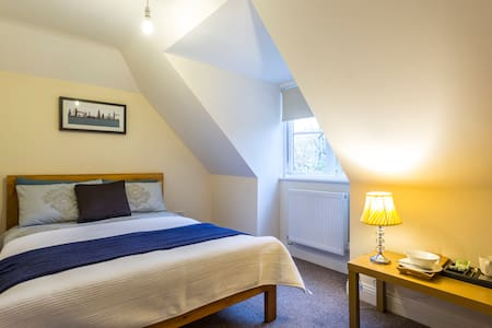 Hotel feel luxury double bedroom - Southampton