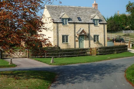 Cotswold Country Cottage - Todenham