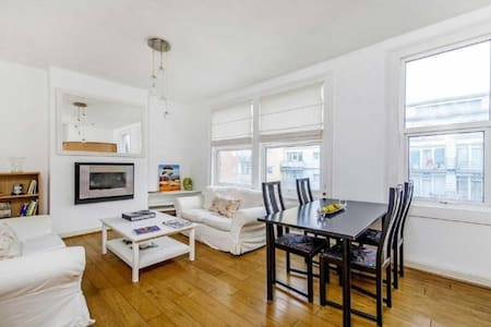 Fulham 2 bed with huge roof terrace