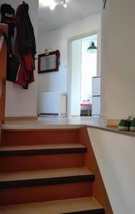 2 Zimmer, Küche, Bad... mit Charme! - Lägenhet