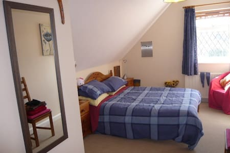 Comfortable double,lovely bathroom - Bed & Breakfast
