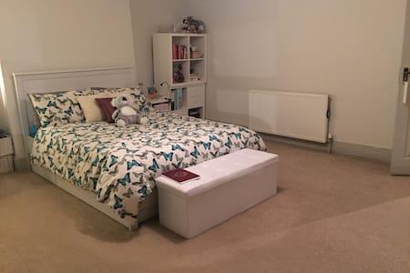 Massive Spacious Double Room in Maisonette - Appartamento