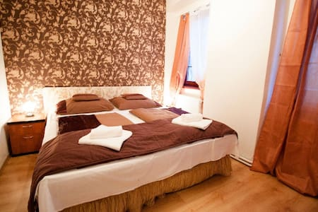 Comfortable double room in the city - Inap sarapan