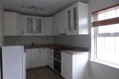 Bright and spacious duplex, centrally located. - Kinsale - Apartment