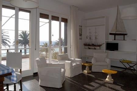 Vittoria apartment Varigotti - Huoneisto