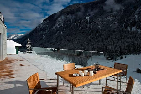 Luxury Penthouse LE CABARET+119m² terrace+wellness - Lakás