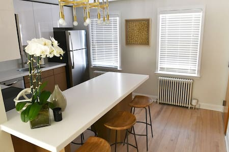 Chic West Hartford Center Apartment - West Hartford - Apartamento