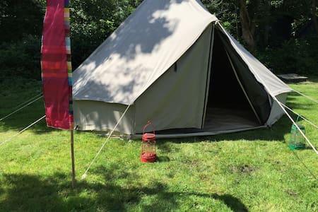 Bell tent 500 met 2 matrassen en picknicktafel - Tent