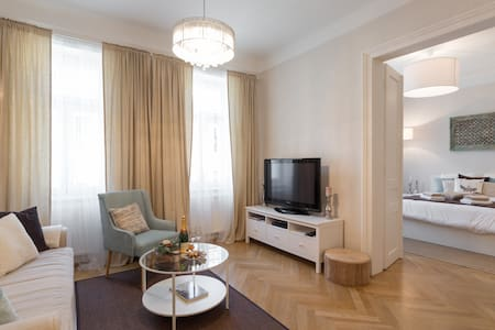 Trendy Viennese Apartment close to City Center - Lakás