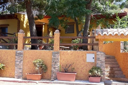 Casa indipendente con vista mare e ampia veranda - Nebida - Haus