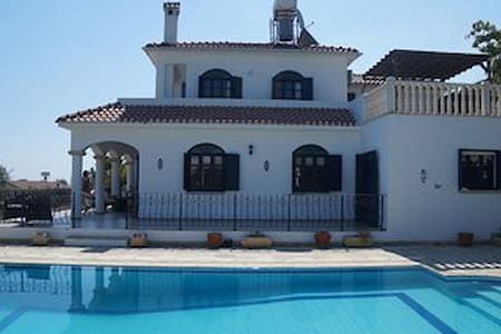 luxury 5 bed villa. Private pool & sports court - Girne - 別荘