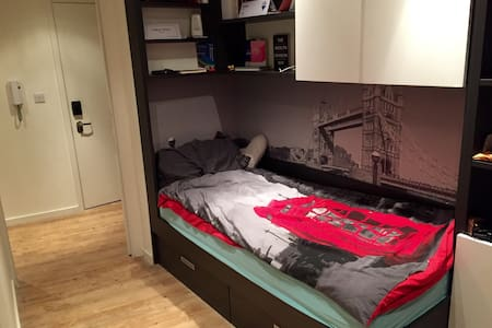 Single Bed room - Big Ben Area