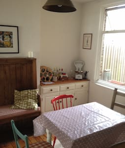 Double room in Victorian house - Romford - House