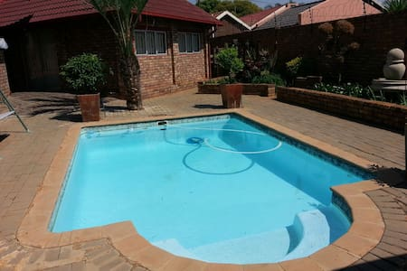 Clean room in Pta, Theresapark, Gauteng with Pool - House