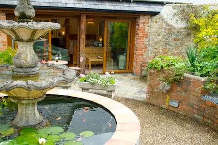Idyllic Garden Studio by River Cottage HQ & Sea - Uplyme, Lyme Regis - Apartemen
