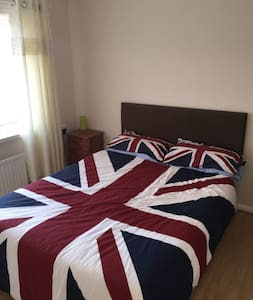 Spacious double room in quiet area - House