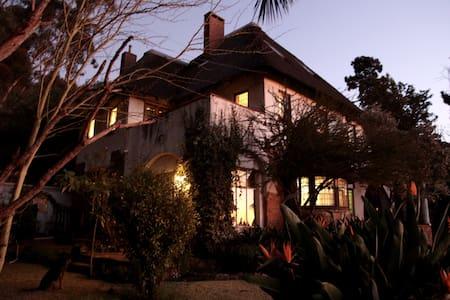 Original Jo'burg farmhouse + view - House