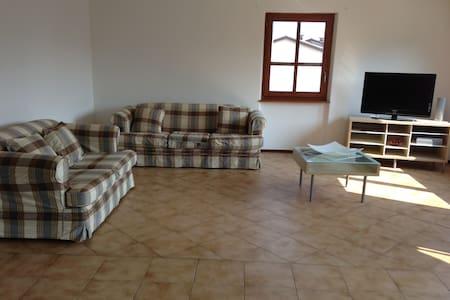 appartamento privato  luminoso adatto a famiglie - Apartamento