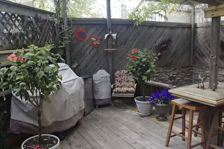 Private Entry to Cozy Ground Floor Quarters - Wichita - House
