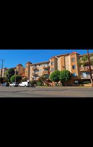 Cozy Affordable Space in Noho - Los Angeles - Appartamento