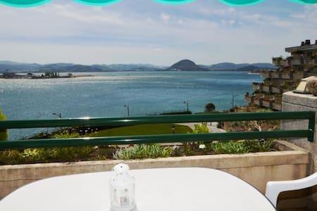 vistas al mar piscina garaje terraza santoña. - Apartament