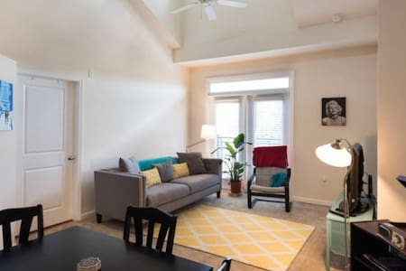 Upstairs Loft Open to Living Room! - Fairfax