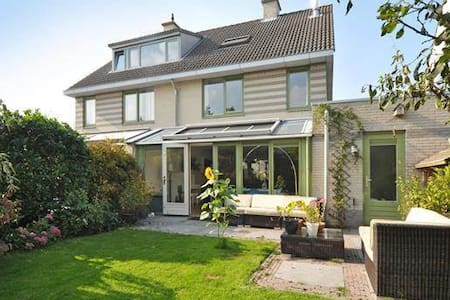 Spacious 4 bdrm House near The Hague Rotterdam - Casa
