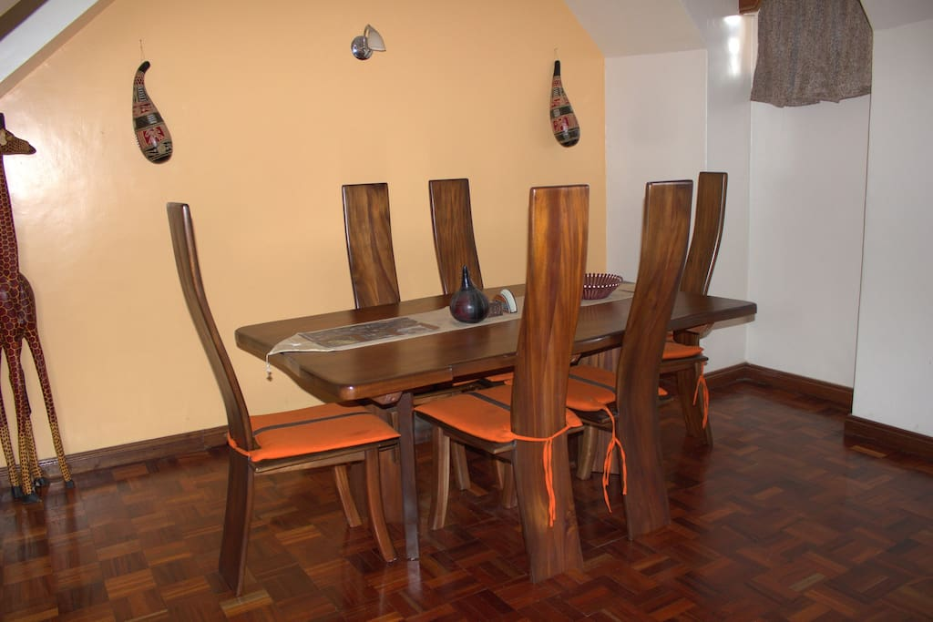 Six people Mahogany full dining size table