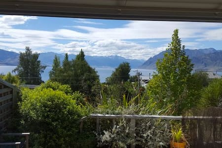 Unique Lakeview Retreat - Wanaka - Bungalou